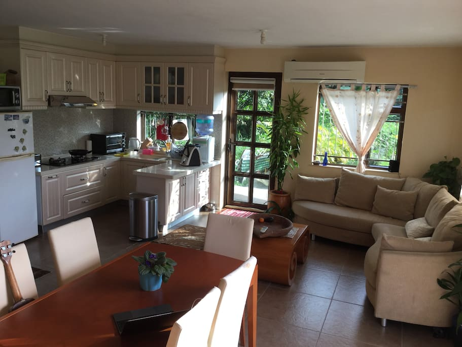 Well-equipped kitchen and comfortable lounge with Bose hifi