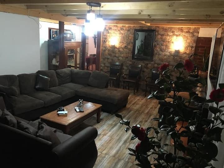 Casa en Alhué disponible para empresas y particula