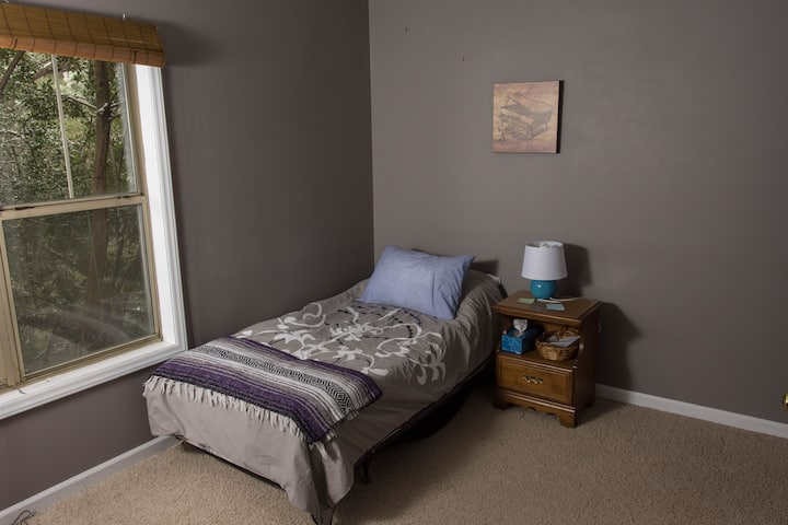 Quiet Bed/Bath near RDU, NCSU, & downtown Raleigh