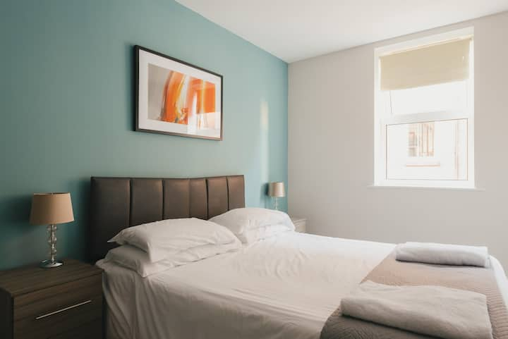 2 Bed Apartment✈FREE Wi-Fi & Parking ✈City Centre✈