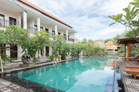 Tropical guest room by surf beach - 2 beds - Apartment