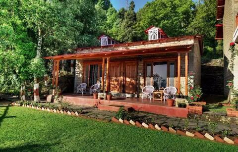 Spacious Cottages with a Himalayan View at Kausani