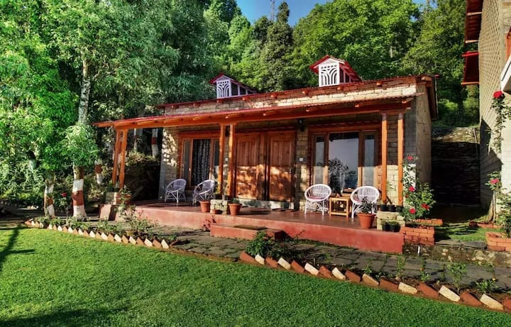 Spacious Cottages with a Himalayan View at Kausani