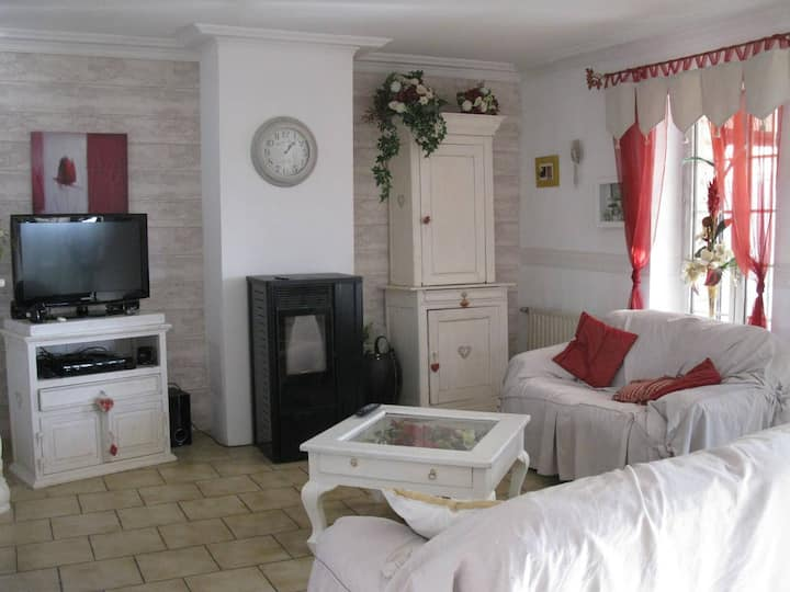 Petite chambre double chez nous, Maison atypique!