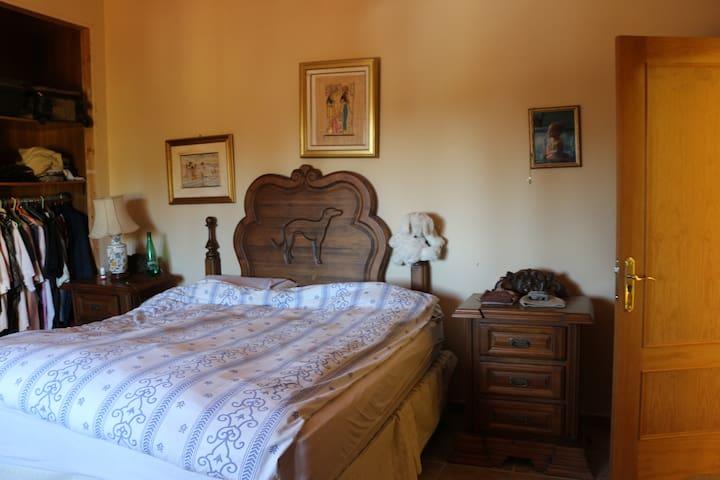 Habitación en 1ª planta de casa familiar