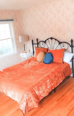 2 Bedroom unit near Beach, Broadway and Golf.