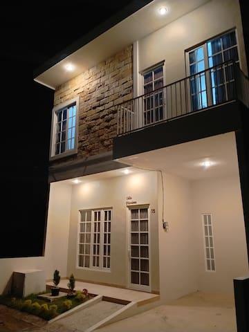 Villa Marissa, nearby Museum Angkut 2 Bedrooms