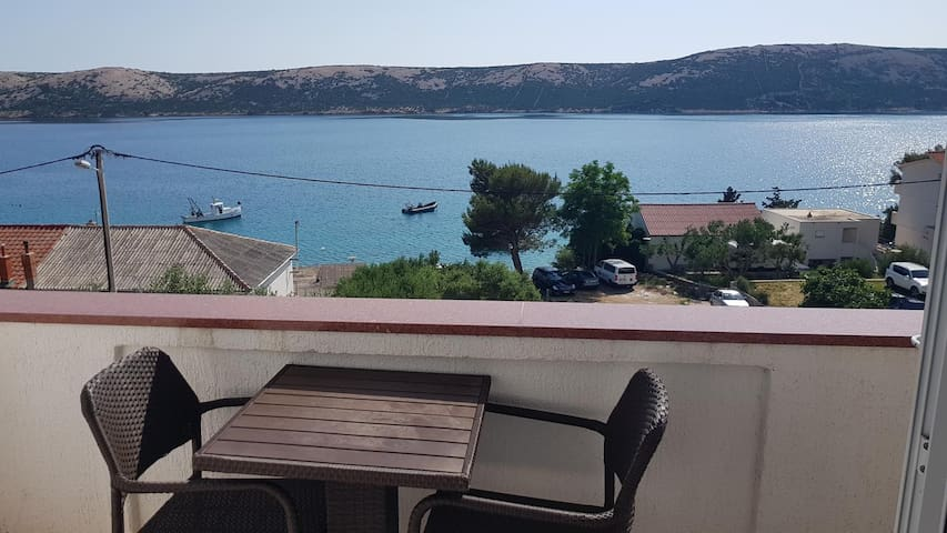 Studio flat with balcony and sea view Stara Novalja, Pag (AS-6319-b)