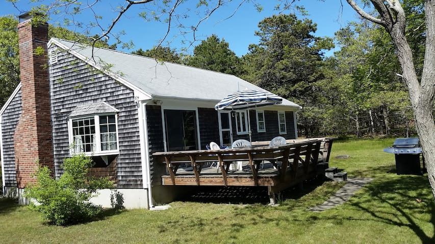 Bayside Cottage with Deck, Yard & Close to Beach