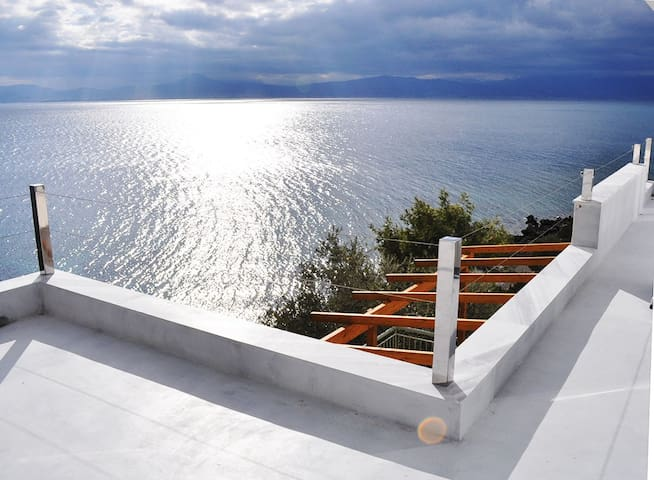 By the sea . Дом у моря. - Corinth - House