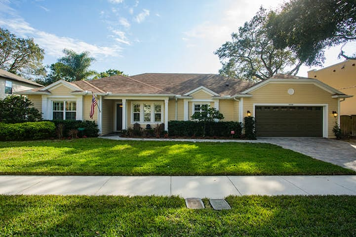 Tampa Bay's best! Pool house with elegance & charm