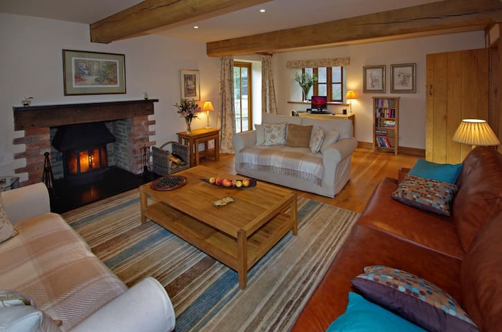 5*LOVELY,CLEAN COTTAGE,WiFi,shared GAMES ROOM