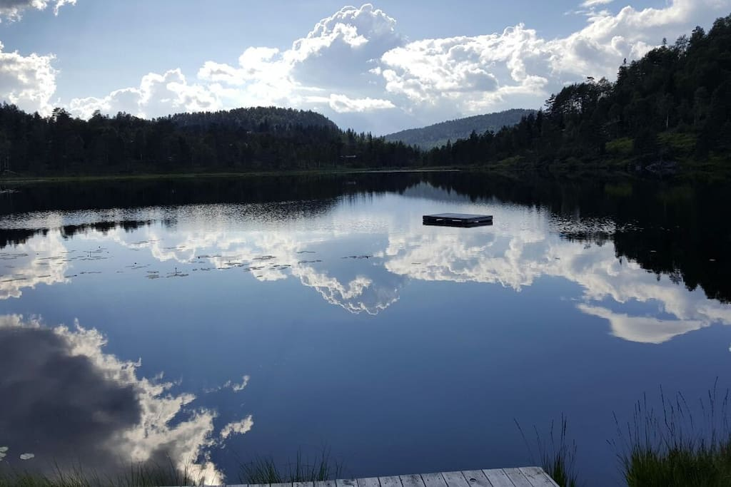 Der See vom Badeplatz aus gesehen.