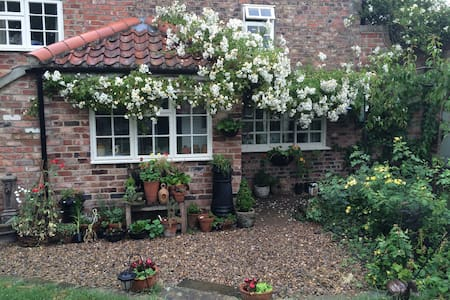 Double bedroom in quaint cottage - Norton-le-Clay - Lain-lain
