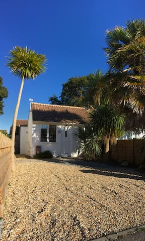 Modern, Private & Cosy Studio close to the beech - Hayling Island  - Lägenhet