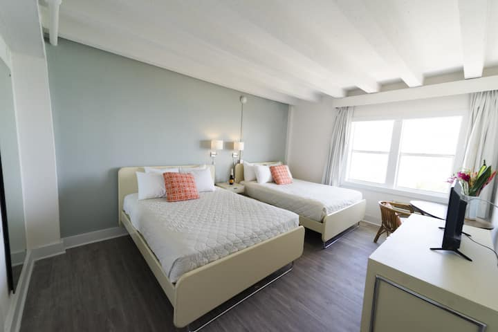 Amazing Two Doubles Room on the Beach w/No Cleaning Fee Two Beach Chairs - BR