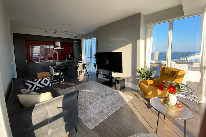 Luxury 2-Bedroom Condo in the HEART of Downtown