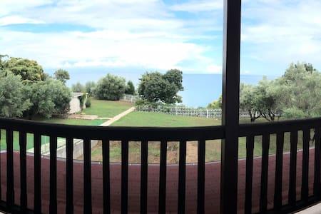 @Spacious Villa, direct beach access and sea view