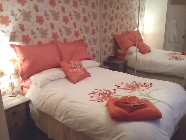 The Orange Room - comfortable home from home