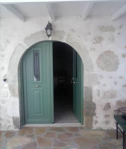 Katouna, traditional house - Katouna - Talo