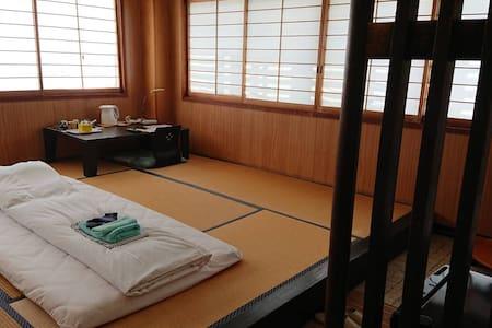 10s to nagatoshi station和室 1~4名 (素泊りホテル)※バストイレ共同