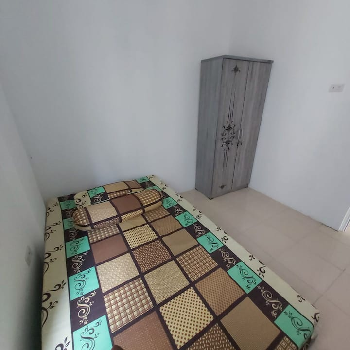 Clean cheap comfortable room in city central