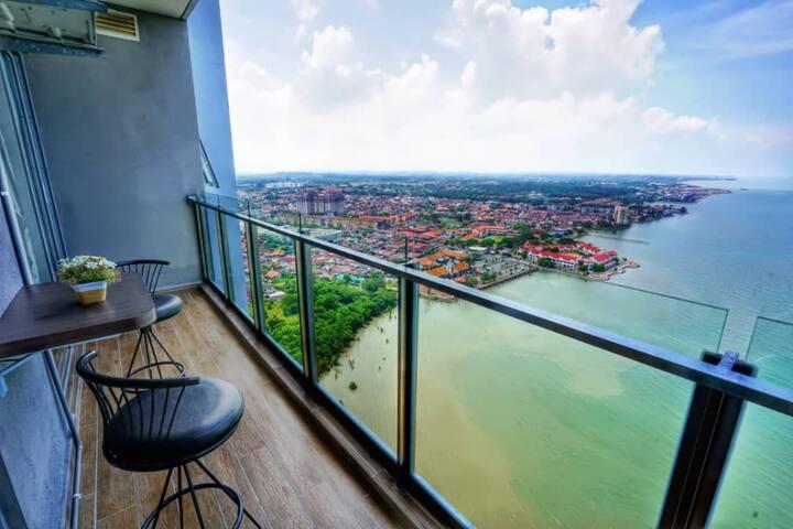 Hatten City 2BR Seaview Suites (WIFI/NetFlix)