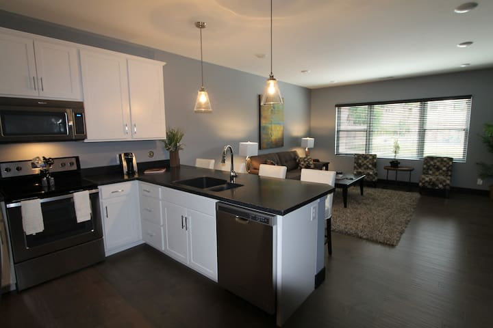 Heart of Midtown, Ekard Court Apartments - Omaha - Departamento