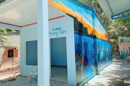 Phong Van Hostel next to Tam Hai Beach