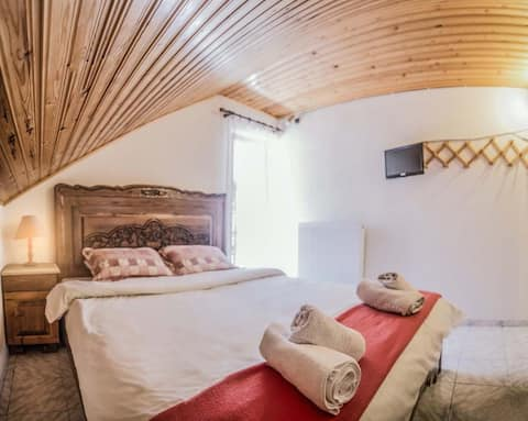 Theodorou guesthouse Wooden attic