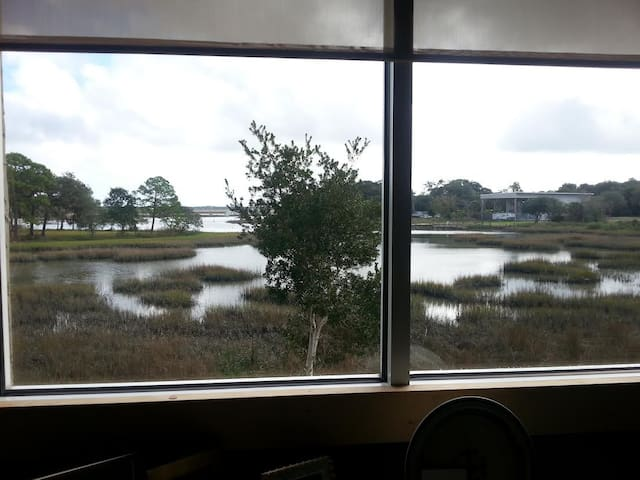 BEAUTIFUL MARSH VIEW ROOM