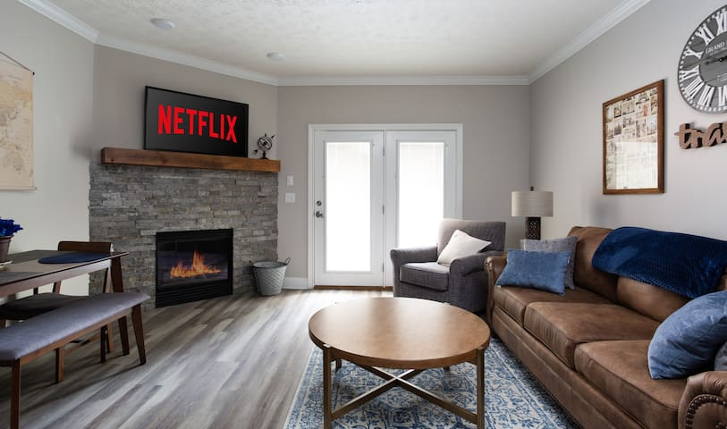 Newly Renovated 1-Bedroom Condo on Dollywood Lane