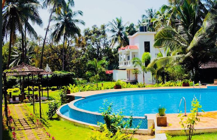 Huge Luxury 3bhk Pool facing Villa near Baga