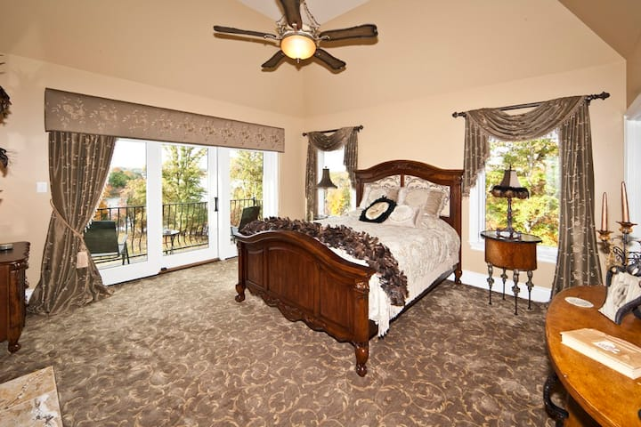 Lakeside Inn - Lakeview Suite