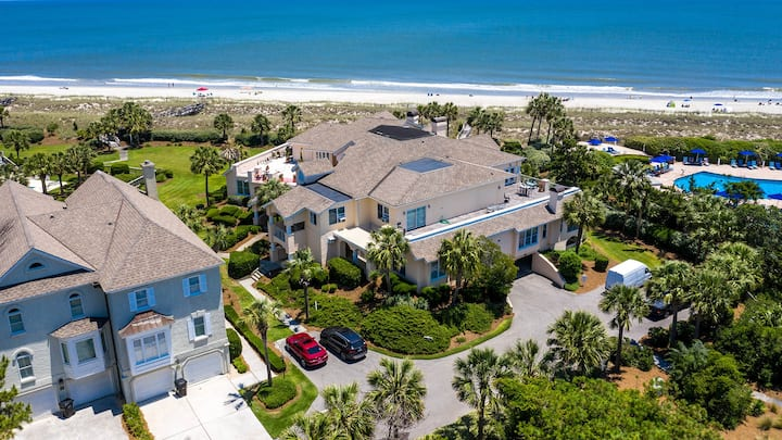 Stunning Oceanfront Villa with Coastal Decor Perfect for a Vacation  Sea Lov-ie