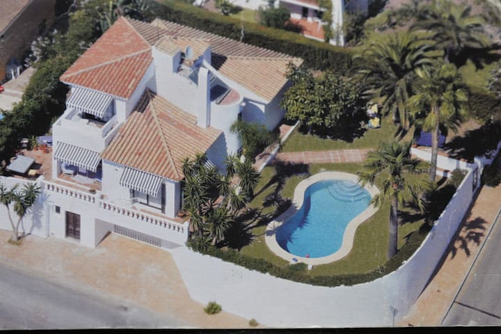 Villa Seghers - beautiful views and private pool.