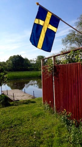 Beautiful small cottage close town! - Storvreta - Guesthouse