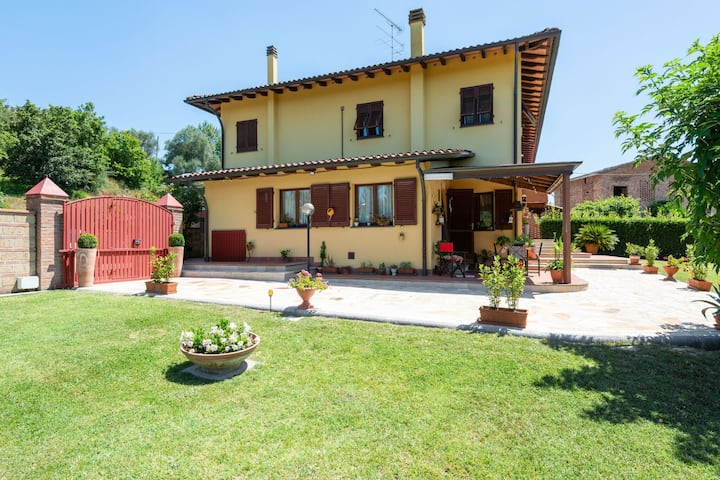 Plush Holiday Home in San Miniato near Tower of Federico II