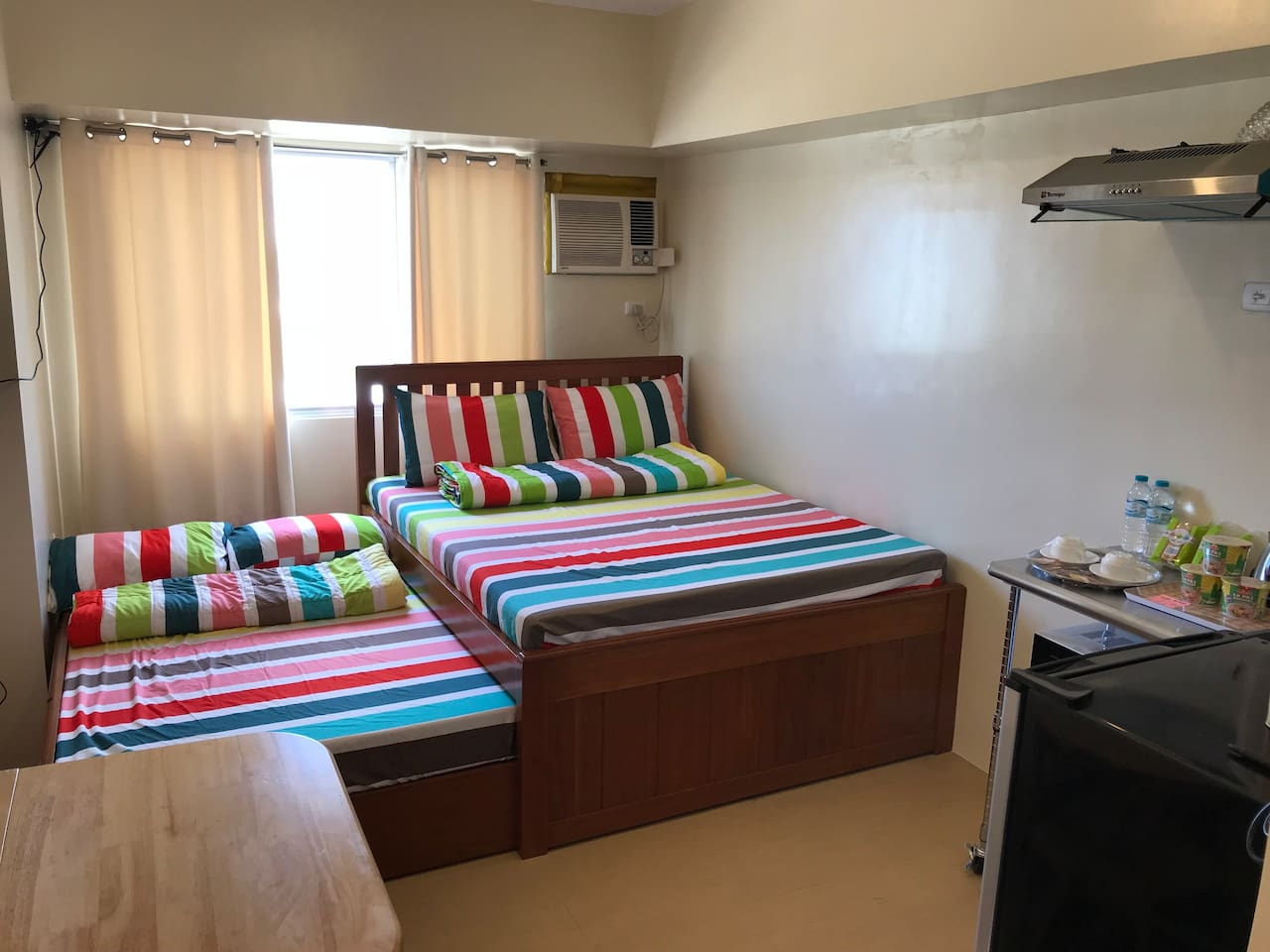my unit and it's bed provided can accommodate a small group of friends, family or office mates. ü