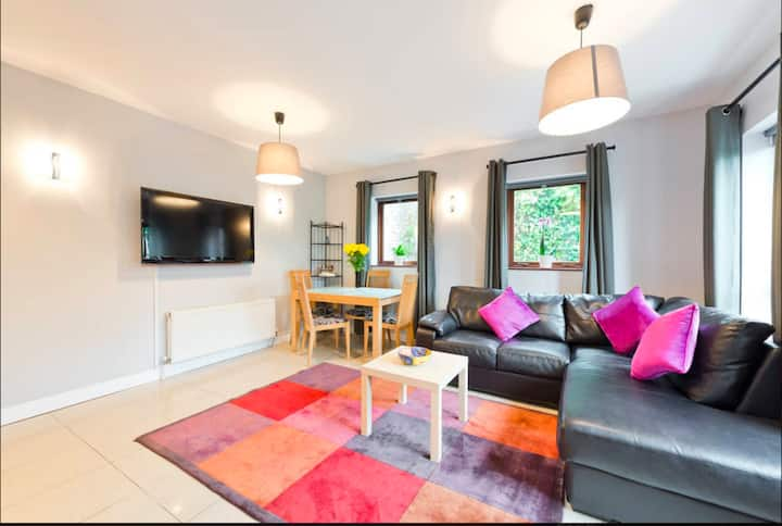 Stylish Townhouse Ideal for Groups