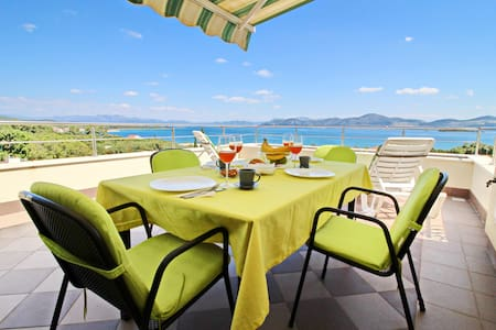 Apartments Gusti - Two-Bedroom Apartment with Balcony and Sea View