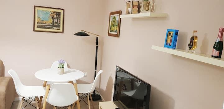 Bright & Cozy Sissy Apartment