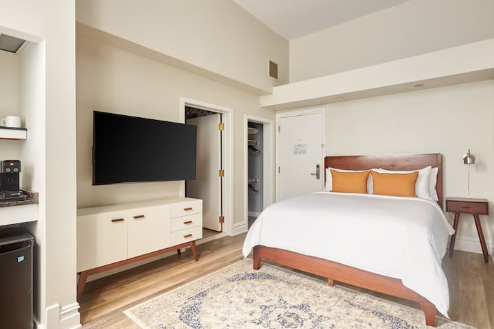 Sonder | Private Room in Midtown Village | Near Whole Foods