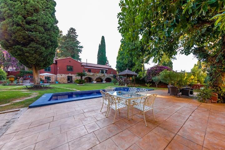 Coqueta habitación con vista al jardín y piscina