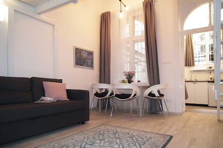 Orient Apartment-right at the Keleti Station - Budapest