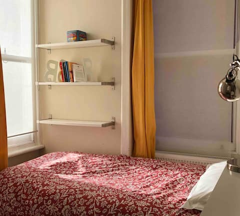 Sunny room in Mansion flat, Camden, female only