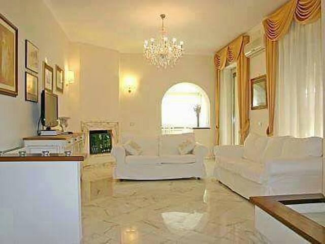 Splendida Villa sul lago - Anguillara Sabazia - Villa