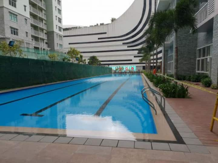 1 BR at The Sequoia at Two Serendra PHP 90k