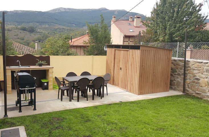 Casa Rural JACUZZI DOBLE chimenea jardin barbacoa