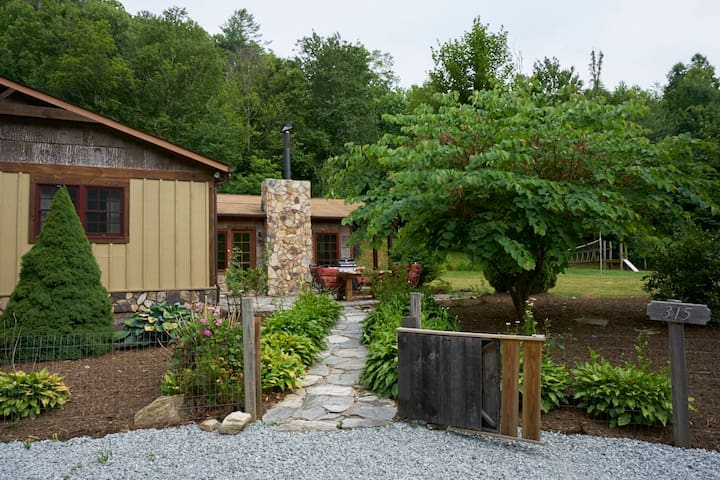 40% SPRING DISCOUNT Mt Cabin Gameroom, FireP, HotT - Sugar Grove